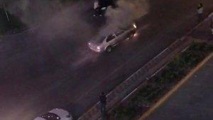Seyir halindeki araç alev alev yandı