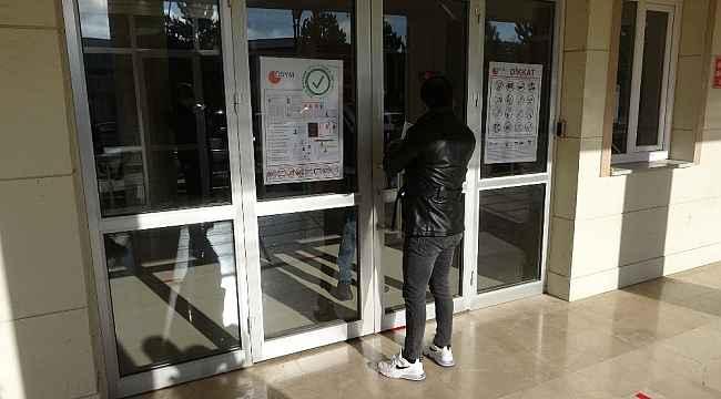 Sınav başlangıç saatini son giriş saati anladı, geç kalınca salona alınmadı