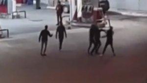 Sivas'ta 3 kişinin yaralandığı pompalı tüfekli, bıçaklı kavga kamerada