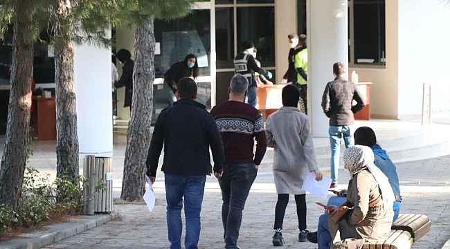 Sokağa çıkma kısıtlamasında KPSS sınav adayları okullara koştu