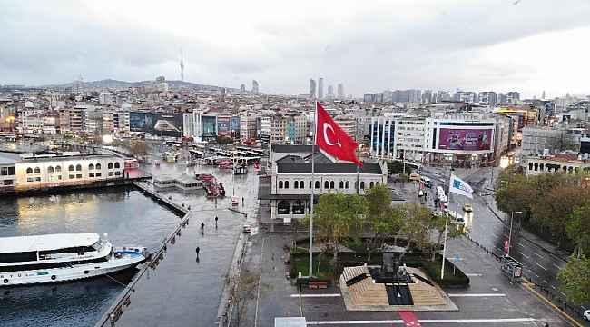 Sokak kısıtlaması sonrası sessizliğe bürünen Üsküdar ve Kadıköy Meydanı havadan görüntülendi