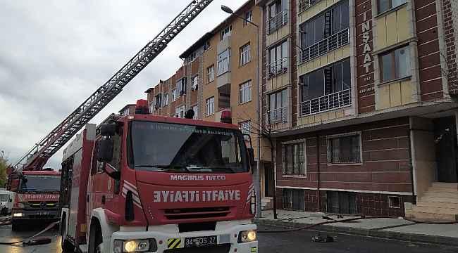 Sultangazi'de çatı katındaki yangın paniğe neden oldu
