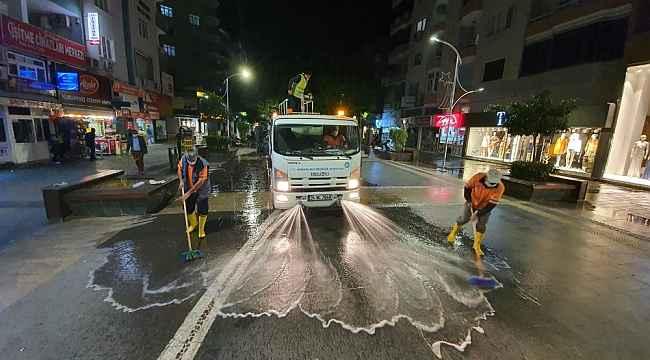 Tarsus'ta cadde ve kaldırımlar Büyükşehir Belediyesince dezenfekte edildi