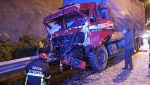 TEM'de, kamyon önünde ilerleyen tıra çarptı: 1 yaralı
