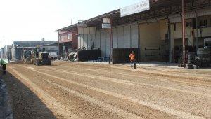Tırmıl Sanayi Sitesinin bozuk yolları onarılıyor