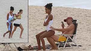 """Ünlü plajda tatil keyfi, """"Dur, çekiyorum"""""""