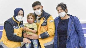 2,5 yaşındaki Rabia'nın protez kol sevinci
