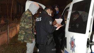Arkadaşının ceza yemesini izledi, polis sokak başında onu da yakaladı