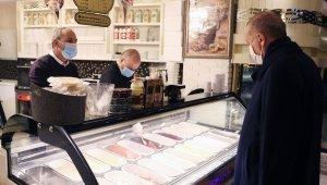 Cumhurbaşkanı Erdoğan, Çengelköy'de dondurmacıya uğradı