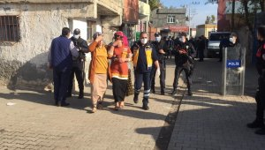 Diyarbakır'da kısıtlama saatinde taşlı sopalı ev bastılar: 20 yaralı