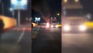 Erzincan'da hareket halindeki tırın lastikleri yandı