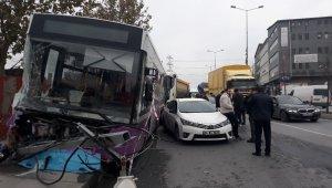 İETT otobüsünün karıştığı zincirleme kaza: 1 yaralı