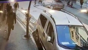 İşe gitmeye çalışan kadının dehşeti yaşadığı kaza kamerada