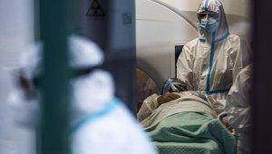 İtalya'da son 24 saatte Covid-19'dan 684 ölüm