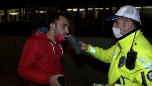 Kısıtlamada otomobil ile alkollü şehir turu, polisi bile şaşkına çevirdi - Bursa Haberleri