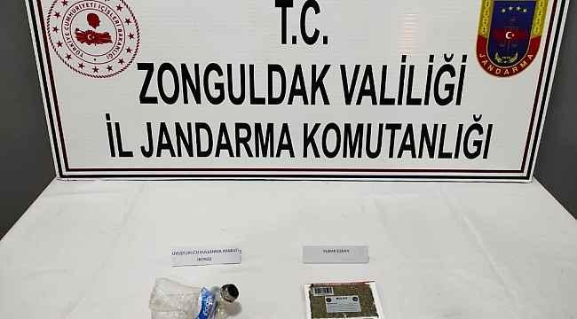 Otomobilde uyuşturucu ile yakalandılar: 3 gözaltı