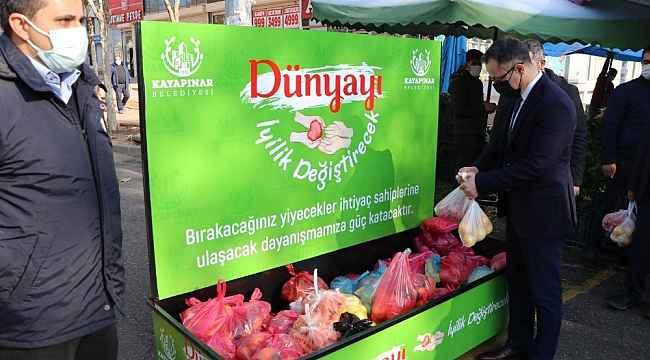 Pazarda ihtiyaç sahiplerine ücretsiz sebze meyve desteği