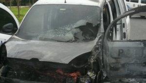 Sancaktepe'de polis aracı alev alev yandı