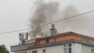 Şişli'de komşu binada çıkan yangını terastan izlediler