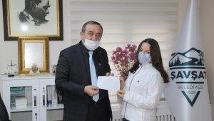100 lira isabet eden Milli Piyango biletini sokak hayvanları için bağışladı