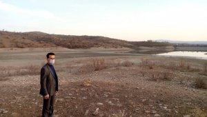37 yıl önce yapılan tarım sulama göleti, kuraklık nedeni ile 80 metre çekildi