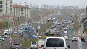56 saatlik kısıtlama bitti, Diyarbakır'da trafik yoğunluğu başladı