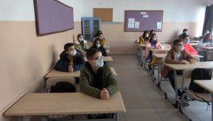 8. ve 12. sınıflar için isteğe bağlı yüz yüze eğitim başladı
