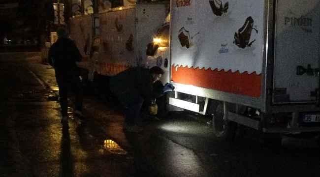 9 kamyonetin aküsünü çalıp kayıplara karıştılar