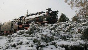 Afyonkarahisar'da kar yağışı etkili oldu