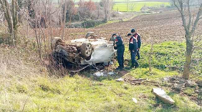 Ağaçlara çarparak taklalar atan otomobil hurdaya döndü: 1 yaralı