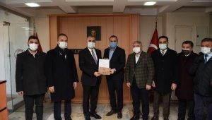 AK Parti Çorum İl Başkanı Ahlatcı, mazbatasını aldı