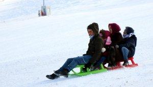 Akdağ Kayak Merkezi'nde kar sevinci