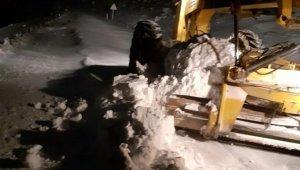 Akşehir'de yüksek mahallelerde yol açma çalışmaları sürüyor