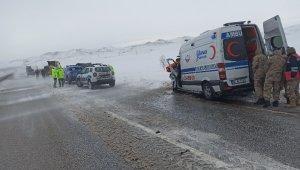 Ambulans tırla çarpıştı: 1 ölü 1 yaralı