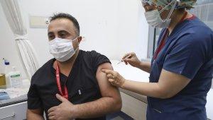 Ankara'da sağlık çalışanlarına ilk Covid-19 aşısı uygulandı