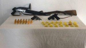 Ardahan'da kaçak silah ve sahte küpe operasyonu