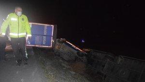 Aşırı rüzgardan dolayı 6 aracın devrildiği kazada 6 kişi yaralandı