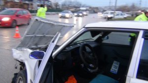 Aynı kavşakta bu kaçıncı kaza; 2 yaralı - Bursa Haberleri