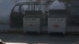 Bağcılar'da park halindeki yolcu minibüsü alev topuna döndü