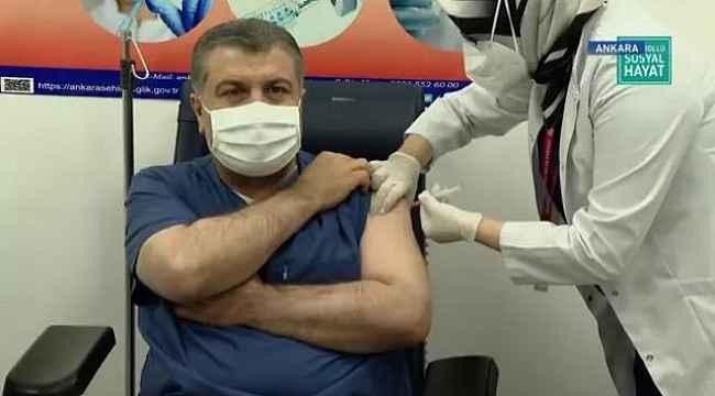 Bakan Koca ve Bilim Kurulu üyeleri canlı yayında koronavirüs aşısı oldu