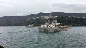 Balıkçı tekneleri ve yük gemileri limanlara sığındı