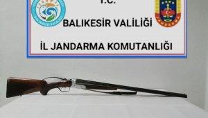 Balıkesir'de jandarma 14 aranan şahsı yakaladı