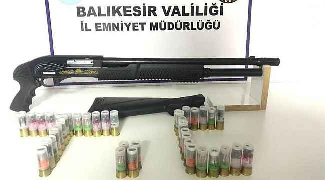 Balıkesir'de polis 4 aranan şahsı yakaladı