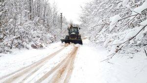 Başiskele'de karla mücadele sürüyor
