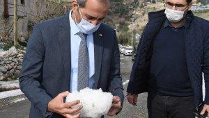 Başkan Bozdoğan, dolu yağışının etkilediği bölgede incelemelerde bulundu