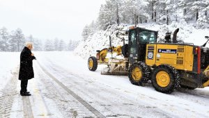 Başkan Gürün kar küreme çalışmalarını inceledi