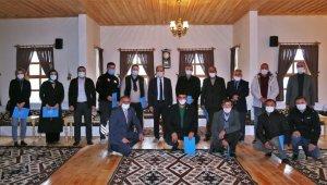 Bayburt Üniversitesi Bilgi Evi'ne bağışta bulunanlara teşekkür belgesi verildi