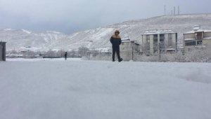 Beklenen kar geldi, o ilçe beyaza büründü