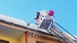Belediyeden kar kütlesi ve sarkıt uyarısı