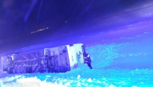 Bitlis-Tatvan karayolunda yolcu otobüsü devrildi: Yaralılar var